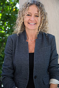 Dr. Barbara Domcekova receives 2012 Outstanding Educator Award at Birmingham-Southern